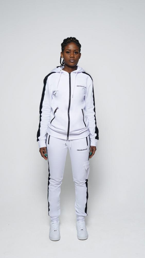 white-gilr-1500x2662