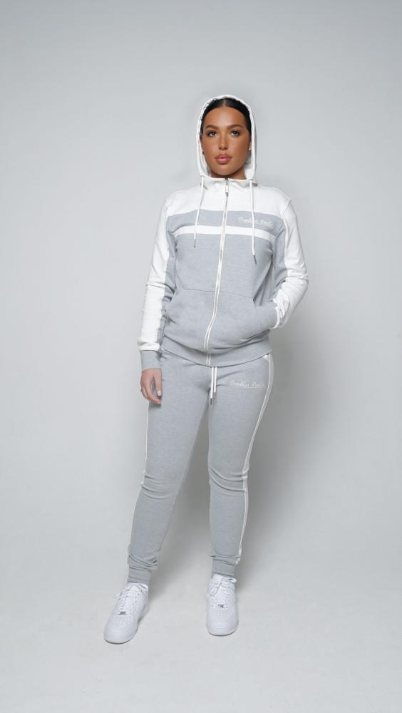 grey-and-white-girls-4-1500x2662